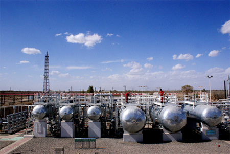 地处塔卡拉玛干沙漠北缘的塔河油田采油一厂动员广大